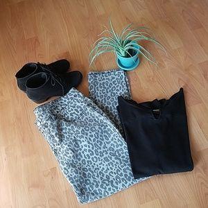 💥sale 💥Grey Leopard print jeans